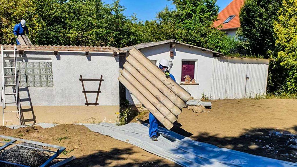 Demontage und Entsorgung von Asbestwellplatten - Dachsanierung von AsbestProfi Darmstadt